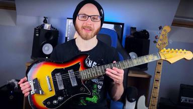 """Pone a prueba una guitarra de más de 2000 euros contra una """"basura"""" de cinco y el resultado le deja de piedra"""