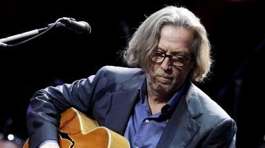 """Eric Clapton, """"repudiado"""" por sus otros músicos y su familia por su escepticismo con las vacunas"""