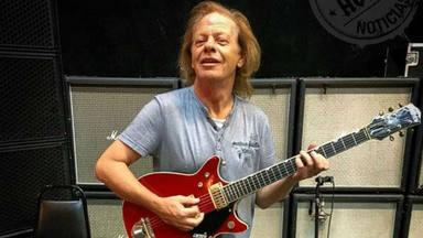 Angus Young (AC/DC) explica por qué Stevie Young es uno de los guitarristas más difíciles de encontrar