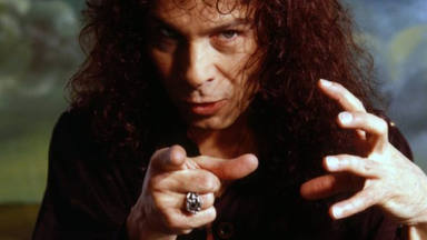 Estos son los detalles de 'Rainbow In The Dark', la autobiografía que Ronnie James Dio escribió antes de morir