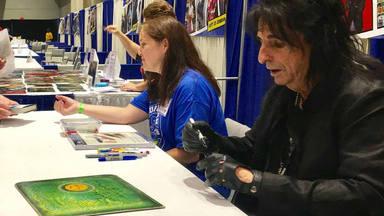 El increíble gesto de Alice Cooper con los fans que revenden sus discos firmados