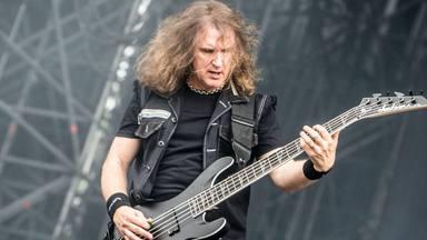 """""""No es justo que hayan despedido a Dave Ellefson de Megadeth"""", dice el guitarrista de Fear Factory"""