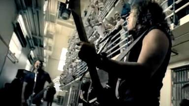 """Kirk Hammett (Metallica) recuerda el regalo que le hizo el asesino """"de AC/DC"""" mientras grababa """"St. Anger"""""""