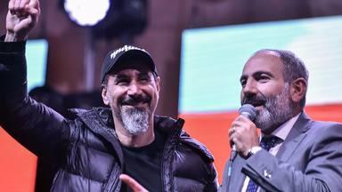 La increíble historia de Serj Tankian, el primer ministro de Armenia y su himno conjunto contra la COVID