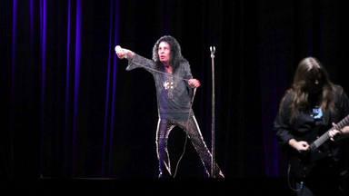 """Ronnie James Dio: el verdadero -e inesperado- motivo por el que su holograma """"ha muerto"""""""
