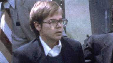 John Hinckley, el hombre que intentó asesinar a Ronald Reagan, se dedica a cantar canciones de amor en YouTube