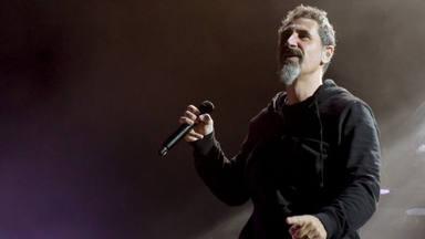 Serj Tankian (System of a Down) está publicando nuevas canciones, pero no son lo que te esperas