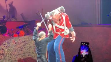 """Bruce Dickinson y su """"galáctica"""" idea para los conciertos de Iron Maiden: """"Lucharé con espadas láser"""""""