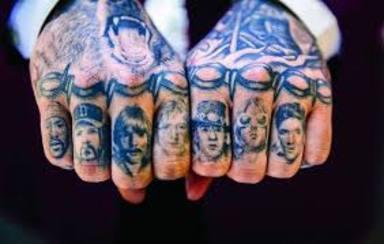 Kurt Cobain y los grandes rockeros en los nudillos de Post Malone