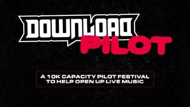 Así es el cartel del Download Pilot, el festival inglés con 10.000 personas, sin distancia ni mascarillas