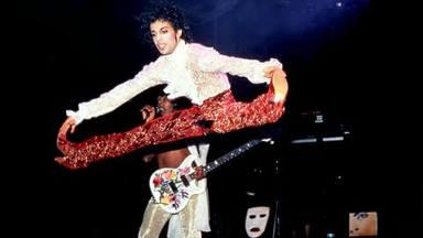 ¿Plagió Prince a David Lee Roth (Van Halen) al hacer este peculiar movimiento en el escenario?