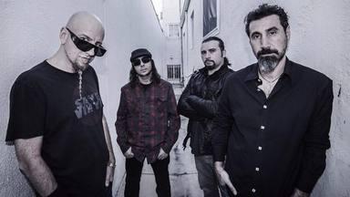 """John Dolmayan (System of a Down) llama """"estúpida"""" a su banda y admite que sus discos en solitario """"son pobres"""""""