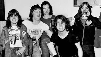 """Mark Evans relata cómo fue su brutal despido de AC/DC: """"Me enteré de que me echaban en mi cumpleaños"""""""