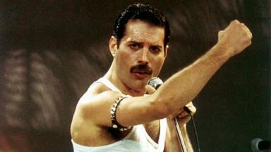 Queen: así luce la estatua de Freddie Mercury de seis metros de altura que Roger Taylor tiene en su jardín