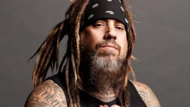 """Korn aparta a su bajista de la formación para """"sanar"""" después de recaer en sus """"malos hábitos"""""""