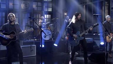 """La espectacular presentación de """"Shame Shame"""", la nueva canción de Foo Fighters"""