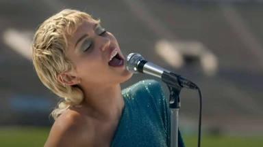 """Miley Cyrus lo ha vuelto a hacer: así suena su versión del """"Help!"""" de The Beatles"""