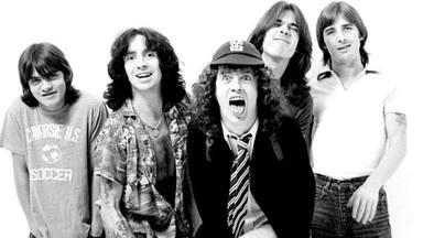 El estallido inicial de AC/DC se dio en tres brutales discos divididos entre Australia y el resto del mundo