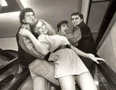 Kurt Jefferis y Tom Winnick con sus propias groupies