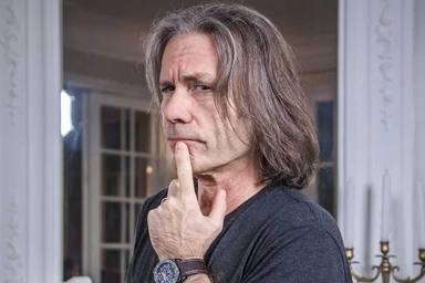Bruce Dickinson (Iron Maiden) desvela la causa que le ha llevado a pasar por quirófano de nuevo