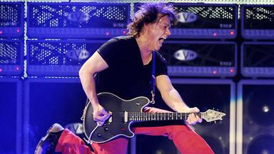 """Sale a la luz la verdad detrás de la espantosa interpretación de """"Jump"""" por parte de Van Halen en 2007"""