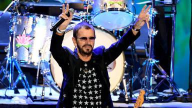 """VÍDEO: Así celebró Ringo Starr su 81º cumpleaños """"rodeado"""" de fans de todo el mundo"""