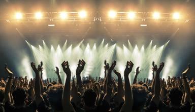 Peligroso concierto en Tennesse: casi 1000 personas se reúnen sin mascarillas ni distancia de seguridad