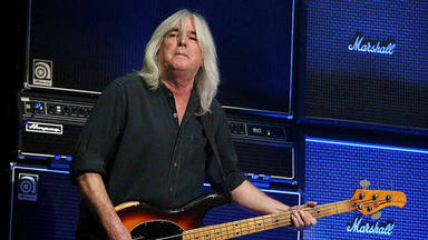 Cliff Williams da malas noticas: el bajista podría retirarse de AC/DC antes de finalizar el tour de 'Power Up'