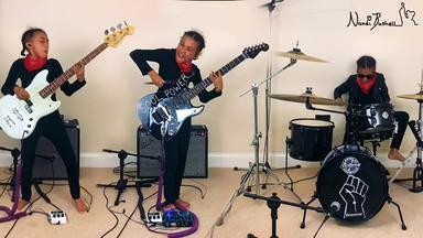 Nandi Bushell, la niña que emocionó a Tom Morello, toca Audioslave con la guitarra que le regaló el músico