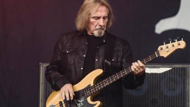 Geezer Butler explica cómo le hizo sentir ceder su puesto de letrista de Black Sabbath a Ronnie James Dio