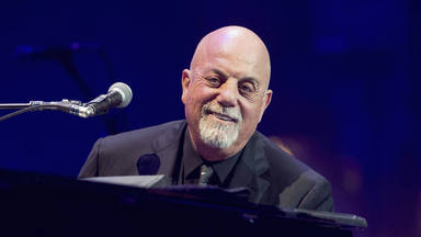 Billy Joel se encuentra un piano por la calle y se produce este espectacular momento