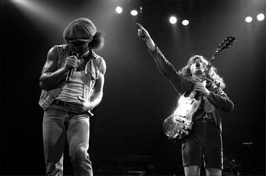 Brian Johnson debuta con AC/DC