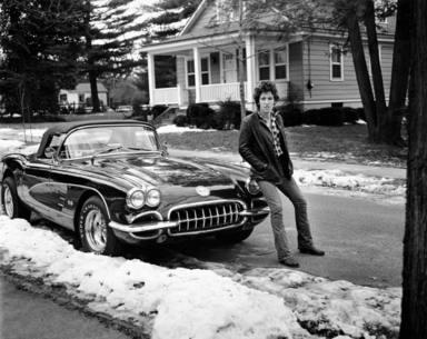 Bruce Springsteen en su Chevrolet Corvette