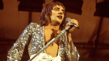 Imagen en directo de Rod Stewart en los setenta.