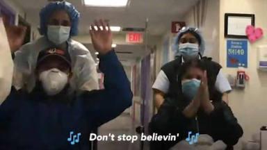 """El """"Don't Stop Believin"""" de Journey suena mientras varios pacientes de coronavirus son dados de alta"""